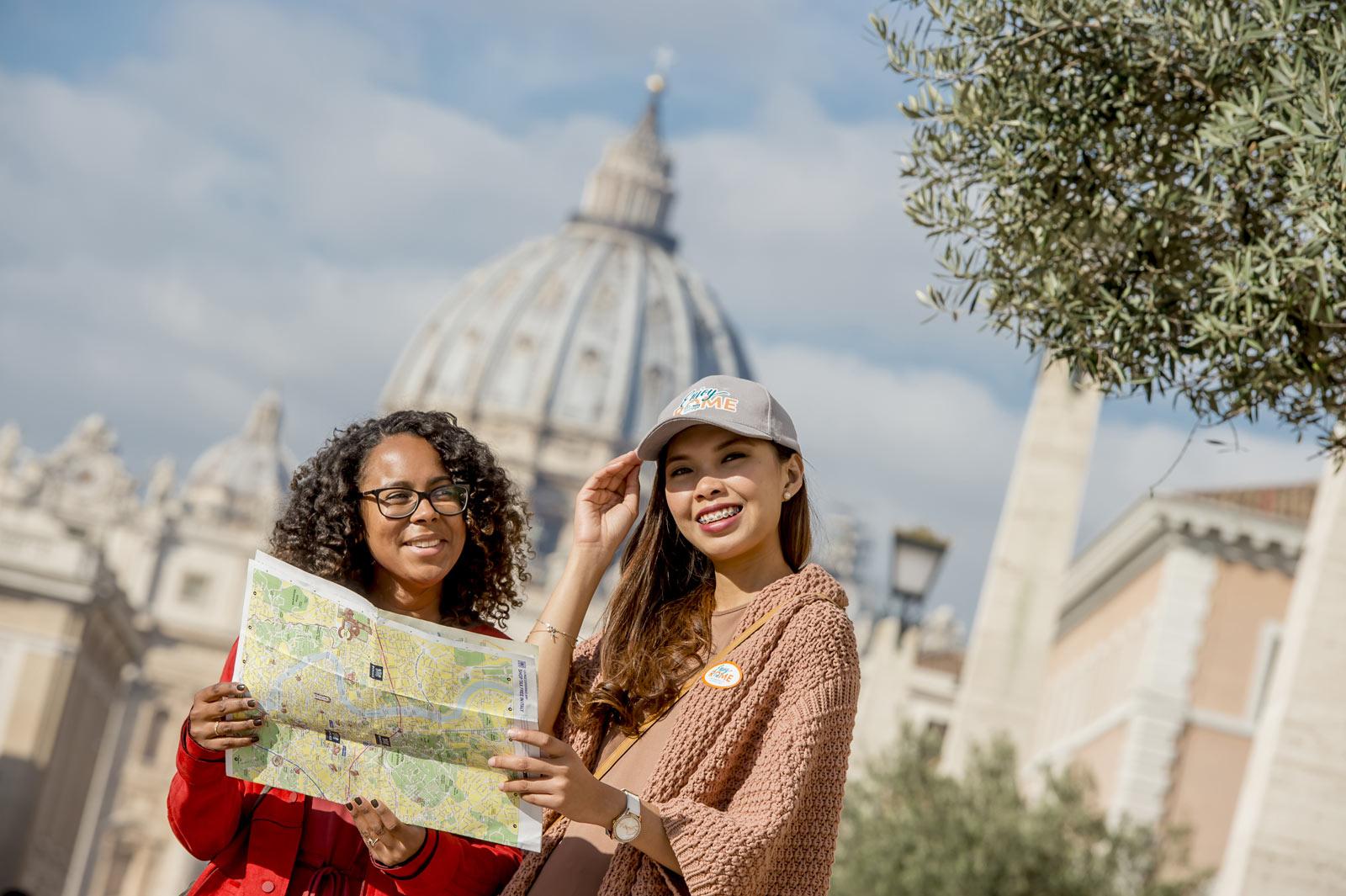 Ne faites pas les files d'attentes et prenez plus de temps pour visiter les endroits les plus appréciés de Rome et du monde – Les Musées du Vatican, la Chapelle Sixtine et la Basilique Saint-Pierre.