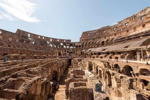 Una vez dentro del área restringida del Coliseo - la que está cerrada al público en general - disfrutaras de una vista de 360 grados del lugar más popular para visitar en Roma.