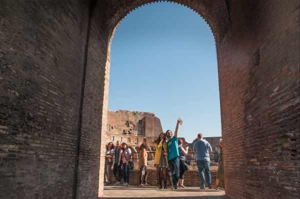 Apodada la 'Puerta de la Muerte', la <b>Puerta del Gladiador</b> era el lugar donde los antiguos guerreros entraban antes de sus - a veces mortales - <b>batallas de gladiadores</b> en la arena del Coliseo.