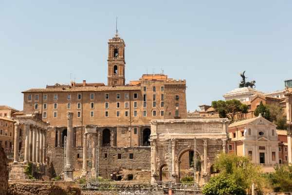 Descubre una de las Siete Colinas de Roma, la <b>Colina del Palatino</b>, y se testigo de algunas de los mejores panoramas de Roma.