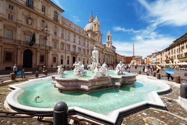 Witness the famous <b><i>Fountain of the Four Rivers</i></b> by <b>Bernini</b>, <b><i>Fontana del Moro</i></b>, and the <b><i>Fountain of Neptune</i></b> by Giacomo della Porta – the most picturesque fountains of Rome.