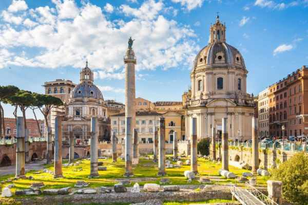After walking around the mesmerizing <b>Ancient Roman ruins</b>, your tour continues to <b>Piazza Venezia</b> towards the most popular monuments in the <b>heart of Rome</b>.