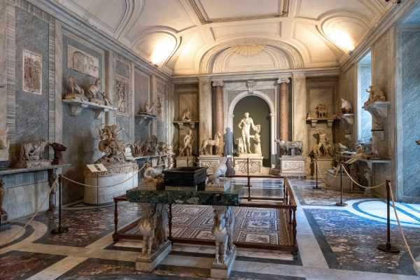 Discover the Belvedere and Pinecone Courtyards and the famous Gallery of the Maps. This room filled with topographical maps of Italy by Danti dating back to 1583 remains one of the largest geographical pictures to this day.