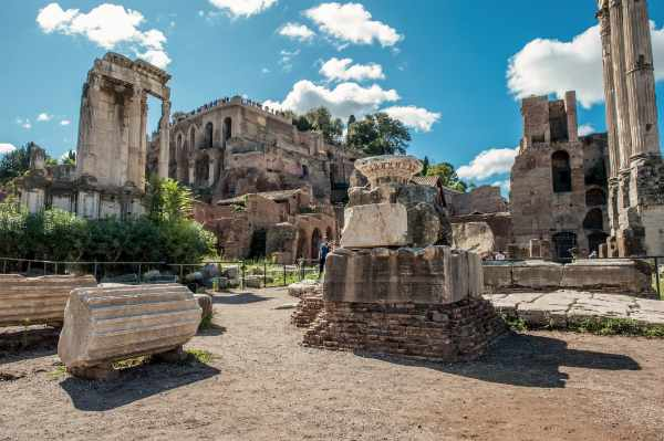 Explore the incredibly preserved <b>ancient ruins of Foro Romano</b> –once the most important place in Ancient Rome.