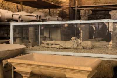 Um 15:30 Uhr wartet wieder der Bus auf Sie, als Abschluss Ihrer 12-stündigen Rundreise von Rom. Auf der gemütlichen Rückfahrt können Sie an Ihren unvergesslichen Besuch in Pompeji zurückdenken – an die begrabene Stadt, die in der Zeit eingefroren wurde.