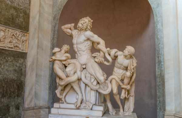 作为世界上第三大最受欢迎的博物馆,您的导游将带您参观梵蒂冈博物馆的主要部分和房间,告诉您每一件您见证的艺术品背后的历史。